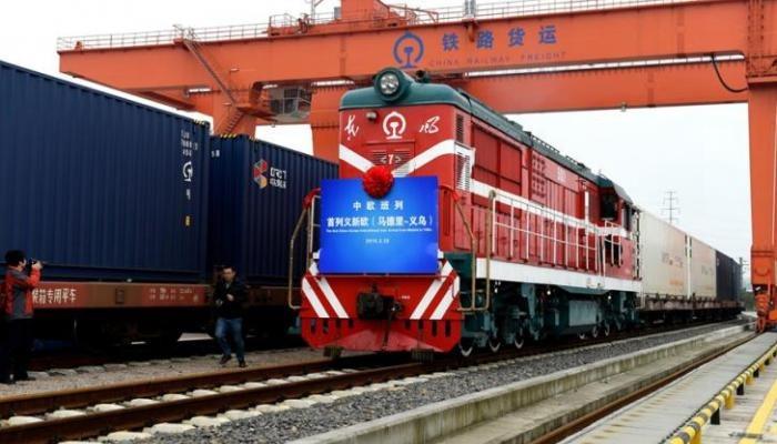 مصرع وإصابة 50 عاملًا صدمهم قطار بالصين
