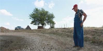 """بسبب الجفاف.. حاكم ولاية أمريكية يدعو لإقامة """"صلاة استسقاء"""""""