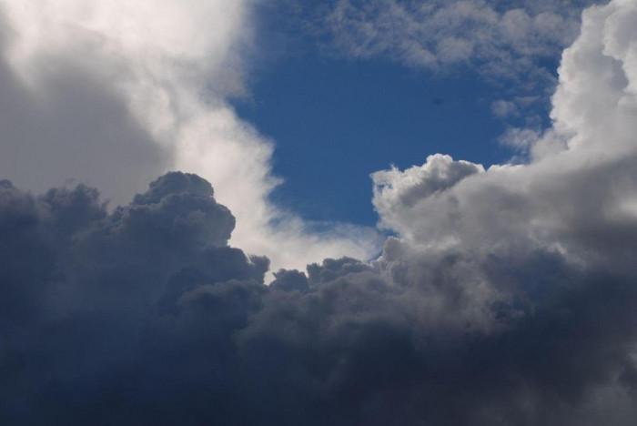 سماء غائمة جزئيًا.. طقس اليوم السبت في السعودية