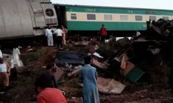 مصرع وإصابة 80 شخصًا في تصادم قطارين بباكستان