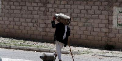 نهب أموال المتقاعدين.. طريق الحوثيين نحو الثراء وإثقال كاهل السكان بالأعباء