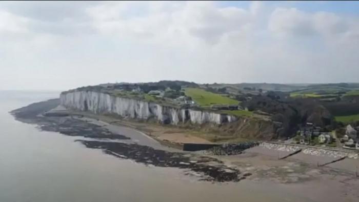 بريطانيا.. عرض قطعة أرض للبيع بـ جنيه إسترليني