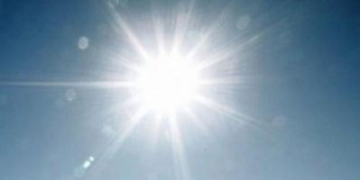 طقس صحو على السواحل وشديد الحرارة بالمناطق الصحراوية