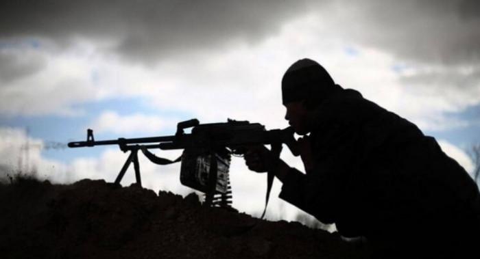 """ضرب القناص الحوثي.. """"المشتركة"""" تنقذ عمال إخوان ثابت من هجوم غادر جديد"""