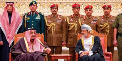 العاهل السعودي يتلقى رسالة خطية من سلطان عمان