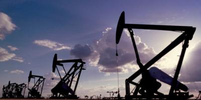 النفط يتراجع 0.5 %.. برنت يسجل 71.86 دولارًا للبرميل  