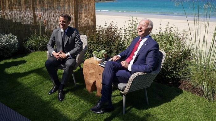 ماكرون: أمريكا عادت كزعيم للعالم على يد بايدن