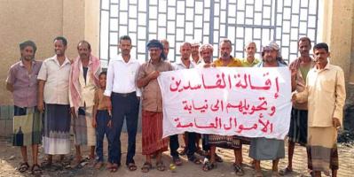 عمال كهرباء ردفان يطالبون بهيكلة المنظومة الإدارية