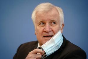 وزير الداخلية الألماني لن يسافر إلى اليابان لتجنب المخاطرة