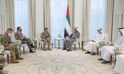 """بن زايد يستقبل قائد بعثة """"الدعم الحازم"""" والقوات الأمريكية بأفغانستان"""