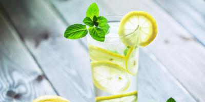 فوائد تناول الليمون المخفف بالماء على وجبة الإفطار