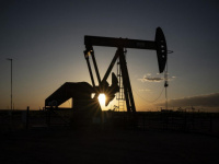 أسعار النفط ترتفع وتسجل رابع مكاسبها الأسبوعية