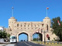 سلطنة عمان تفرض حظرًا جزئيًا شاملًا لمواجهة كورونا
