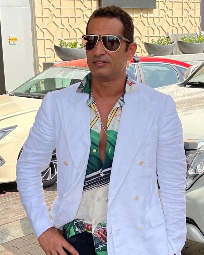 """عمرو سعد بلوك """"سرية"""" في أحدث ظهور"""