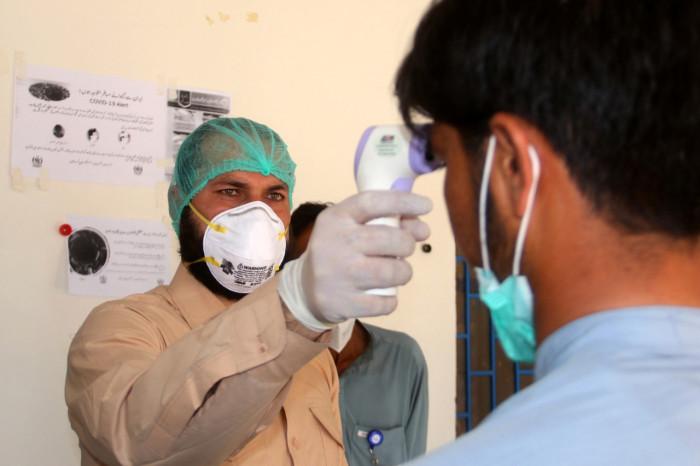 باكستان: 27 وفاة و991 إصابة جديدة بكورونا