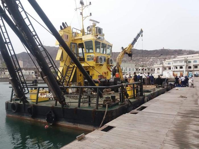 صيانة الرصيف العائم لخفر سواحل العاصمة عدن