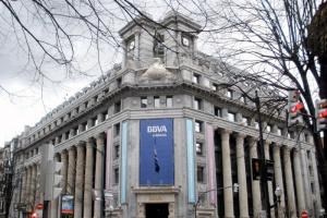 بنك إسباني يُعلن إتاحة تداول بيتكوين وتحويلها إلى دولار
