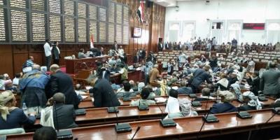 في جلسة سباب وشتائم :اتهام رئيس برلمان الحوثي بالسرقة