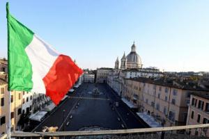 إيطاليا تشهد تراجعًا في إصابات ووفيات كورونا
