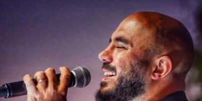 محمود العسيلي يشوق جمهوره لكليبه الجديد