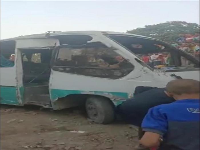 مصر.. 4 قتلى وإصابة 26 في حادث دهس قطار لحافلتين بحلوان