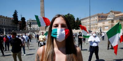 إيطاليا تتخذ قرارًا مهمًا بشأن الكمامات