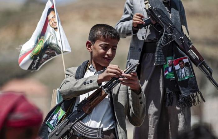 الحوثي يوظف أطفال صنعاء سياسيًّا ردًا على إدراج المليشيات بقائمة الانتهاكات