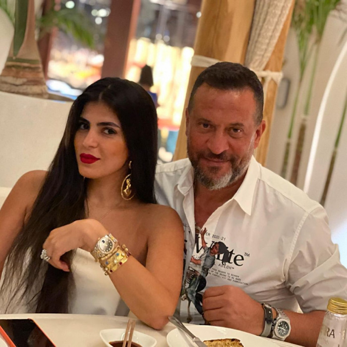 ماجد المصري مع زوجته في دبي
