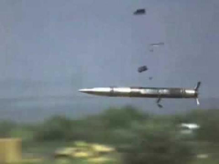 نقطة إخوانية تقصف سقام بقذيفة دبابة لترويع المتظاهرين