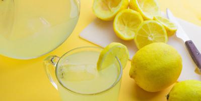 فوائد تناول عصير الليمون الساخن