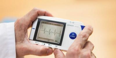 أول جهاز لاسلكي لتنظيم ضربات القلب دون بطارية