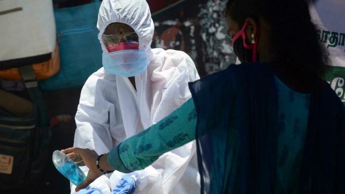 حصيلة قياسية جديدة في إصابات ووفيات كورونا بالهند