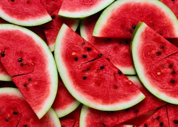 رغم فوائده.. هؤلاء ممنوعون من تناول البطيخ