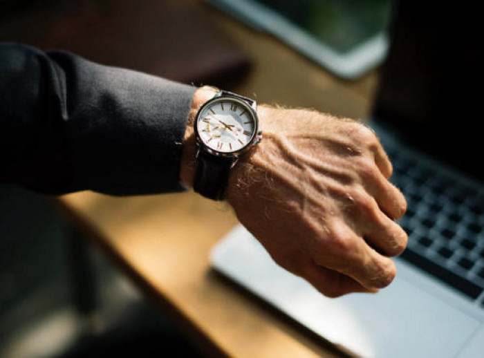 لهذا السبب.. ساعة اليد تهدد صحة الجلد