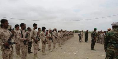 """قيادة """"العسكرية الرابعة"""" تتفقد القوات الجنوبية بمحور أبين"""
