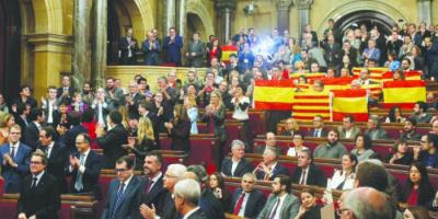 شاهد.. فأر يُحدث فوضى داخل جلسة برلمانية بإسبانيا