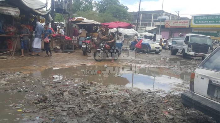 """الأمطار والمجاري والقمامة.. بوادر """"كارثة بيئية"""" بلودر"""