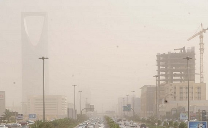 الأرصاد تحذر من رياح نشطة في الرياض
