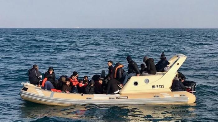 فرنسا: إنقاذ 80 مهاجرًا في مضيق دوفر