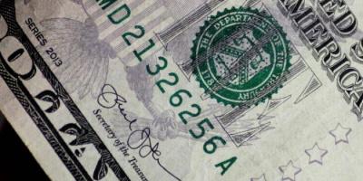 الدولار يصعد ويحقق مكاسب للأسبوع الثاني