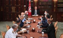الرئيس التونسي: من يطلق رصاصة واحدة سيطلق عليه الجيش وابلًا من الرصاص