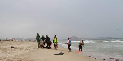 بمواقع متفرقة.. إنقاذ 4 شباب من الغرق في سواحل حضرموت