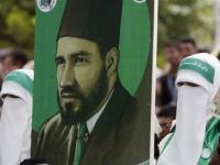 سياسي يكشف عن أسباب سقوط إخوان مصر
