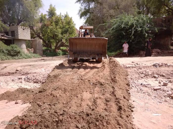 انتقالي الصعيد يؤهل الطرق المتضررة من السيول