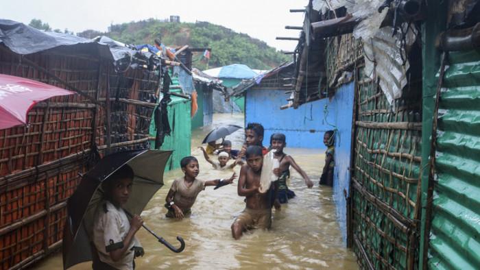 بنغلاديش: الفيضانات تشرد الآلاف بمخيمات الروهينغا