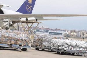 السعودية تبدأ تسيير جسر جوي لتقديم مساعدات لماليزيا