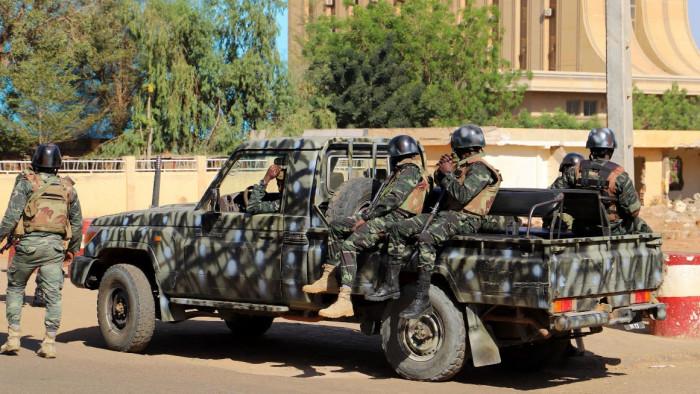 النيجر: مقتل 18 مدنيًا في هجوم مسلح قرب الحدود مع مالي