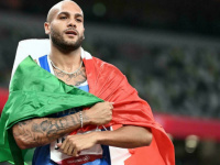 """الإيطالي جاكوبس يصبح """"أسرع رجل في العالم"""" (فيديو)"""