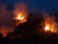 نزوح 800 شخص من سكان مدينة إيطالية بسبب الحرائق