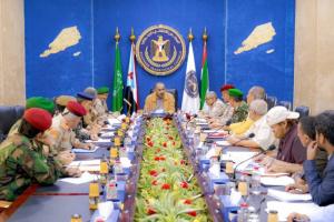 برئاسة الزُبيدي.. القادة العسكريين يستعرضون مستجدات جبهات الجنوب